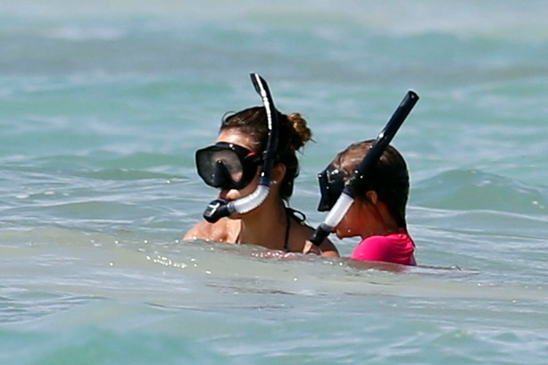 Jessica Alba snorkels with daughter Honor while on vacation in Mexico